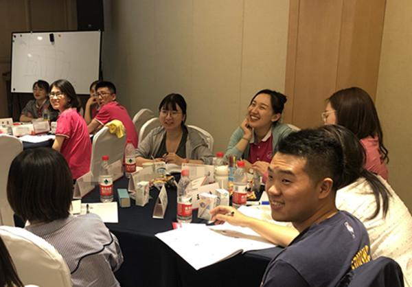 7、郭敬峰老师授课《你在为谁工作—商业人格塑造》.jpg